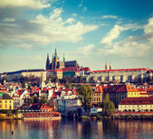 View of Mala Strana and  Prague castle over Vltava river — Stock Photo