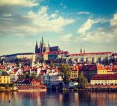 View of Mala Strana and  Prague castle over Vltava river — Stock Photo