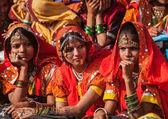 Unidentified Rajasthani girls preparing for dance perfomance — Stock Photo