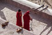 Two Tibetan Buddhist monks blowing Tibetan horn (dungche) — Stock Photo