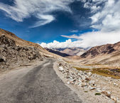 Road in Himalayas. Ladakh, India — Stock Photo