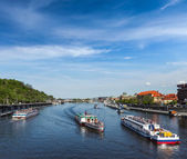Tourist boats on Vltava river in Prague — Stockfoto