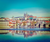 View of Charles bridge over Vltava river and Gradchany, Prague — 图库照片