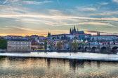 View of Charles bridge over Vltava river and Gradchany, Prague — Стоковое фото