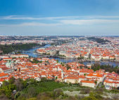 View of Charles Bridge over Vltava river and Old city — Foto Stock