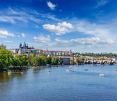 View of Charles bridge over Vltava river and Gradchany, Prague — Zdjęcie stockowe