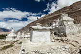 Chortens (Tibetan Buddhism stupas) in Himalayas. Nubra valley, L — Stock Photo