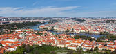 View of Charles Bridge over Vltava river and Old city — Foto de Stock