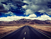 Road on plains in Himalayas — Stock Photo