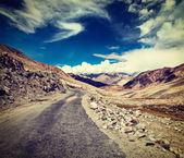 Road in Himalayas. Ladakh, India — Stock Photo
