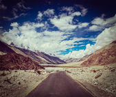 Road in Nubra valley, Himalayas — Stock Photo