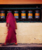 Buddhist monk spinning  prayer wheels — Stock Photo