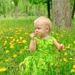 Little girl with flower — Stock Photo
