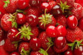 Strawberry and cherry background — Stock Photo