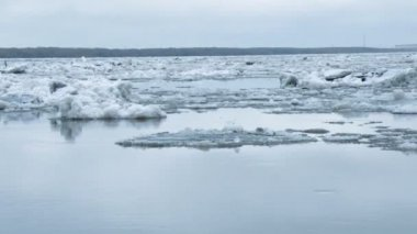 Drifting of ice. Driving of ice. — Stock Video