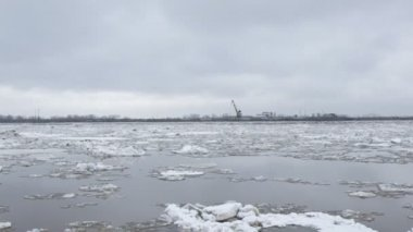 Drifting of ice. Driving of ice. Ice floe. — Stock Video