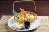 Japanse gefrituurde tempura met garnalen — Stockfoto