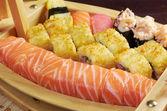 Geassorteerde sushi japans eten op het schip — Stockfoto