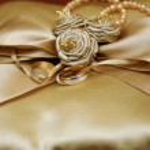 Golden wedding rings. — Stock Photo