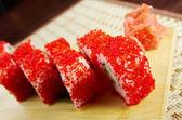 Sushis japonais-œufs rouges — Photo