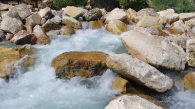 Górskie rzeki. turcja. — Wideo stockowe