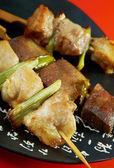 Japans skewered kip, varkensvlees, meatyakitori — Stockfoto