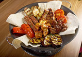 Shashlik (shish kebab). Various types mat roasted — Stockfoto