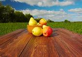 在一张桌子上的水果 — 图库照片