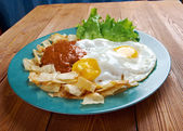 Huevos con chilaquiles — Zdjęcie stockowe