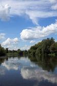 Estate sul fiume, russia — Foto Stock