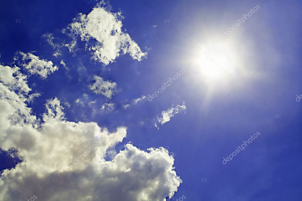 天空背景.太阳和云出让