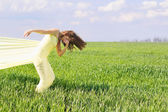 Expressive flexible junge Frau — Stockfoto