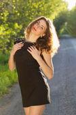 Porträtt av en trevlig ung kvinna — Stockfoto