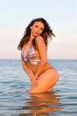 Sexy jonge vrouw in het water — Stockfoto