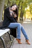 Glad ung brunett — Stockfoto
