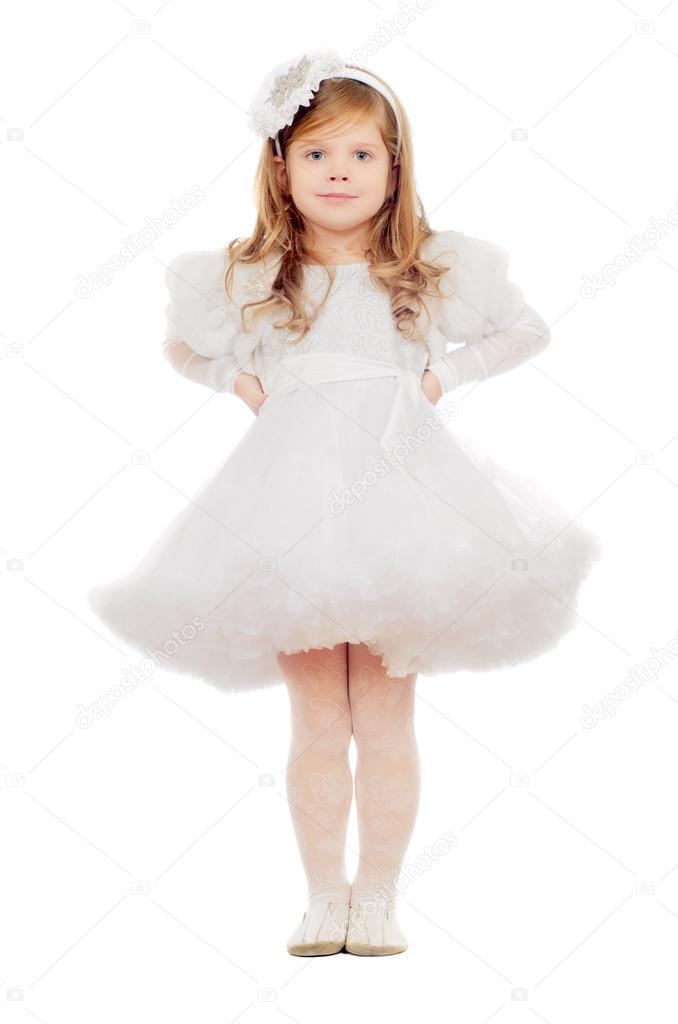 可爱的小女孩穿白裙子.隔离