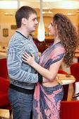 Joven pareja amorosa — Foto de Stock