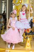 Chicas en vestidos — Foto de Stock
