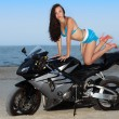 Woman on the bike — Stockfoto