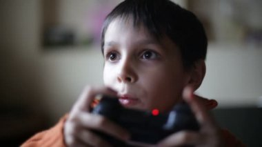 Games console, boy — Stock Video
