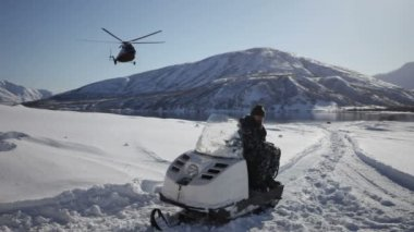 Helicopter landing, winter, snow — Stock Video