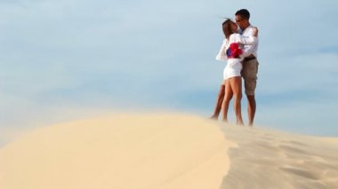 Loving couple hiking in the desert — 图库视频影像