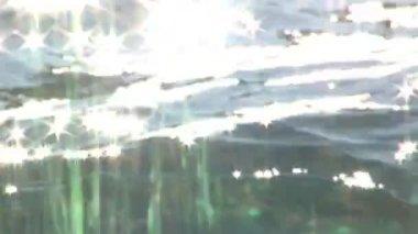 Reflet de soleil dans l'eau — Vidéo