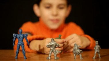 Boy playing toy soldiers — Stock Video