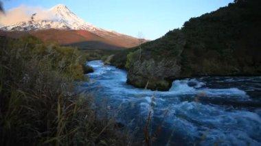 The mountain river, autumn, tundra — Stock Video