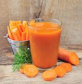 Carrot juice and carrots segments — Stock Photo