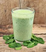 Spinach smoothie — Stock Photo