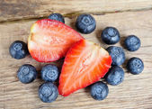 Strawberry and blueberries — Stock Photo