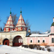 Holy gate of Rizopolozhensky monastery at Suzdal — Stock Photo