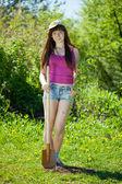 Giovane donna set albero — Foto Stock